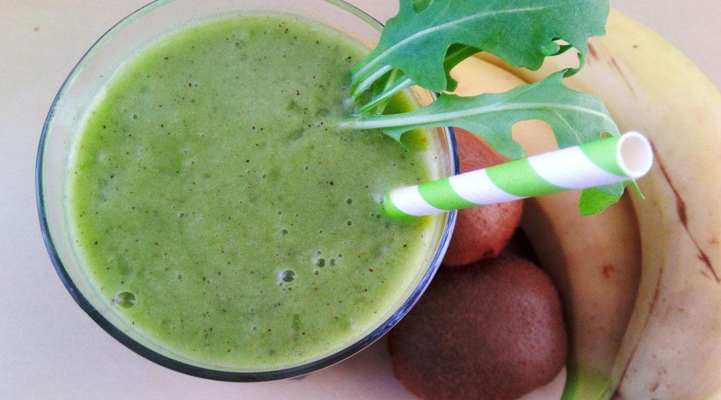 Grüner Obst Smoothier mit Apfel, Banene, Rucola und Kiwi - Flockelicious