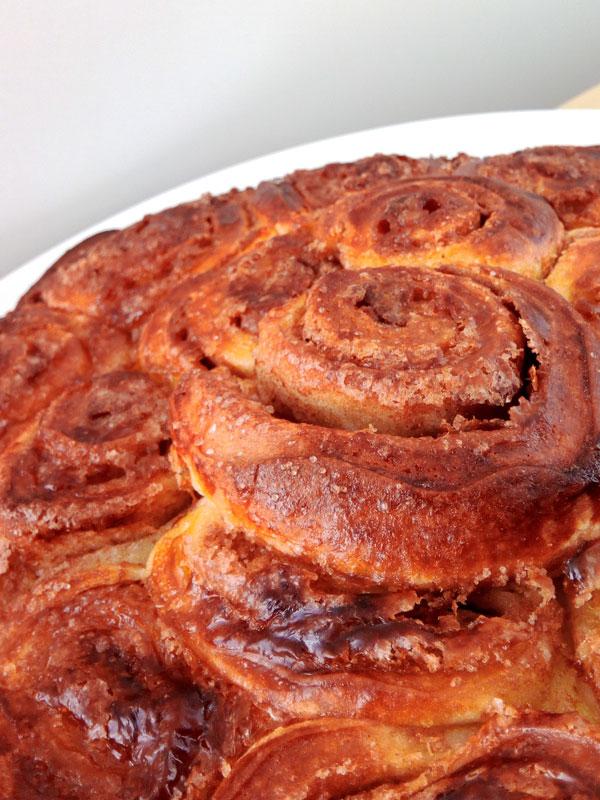 Zimtschnecken-Kuchen für das Osterbrunch - Flockelicious