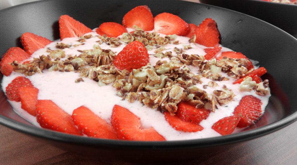 Erdbeer-joghurt mit Cashew-Crunch - Flockelicious