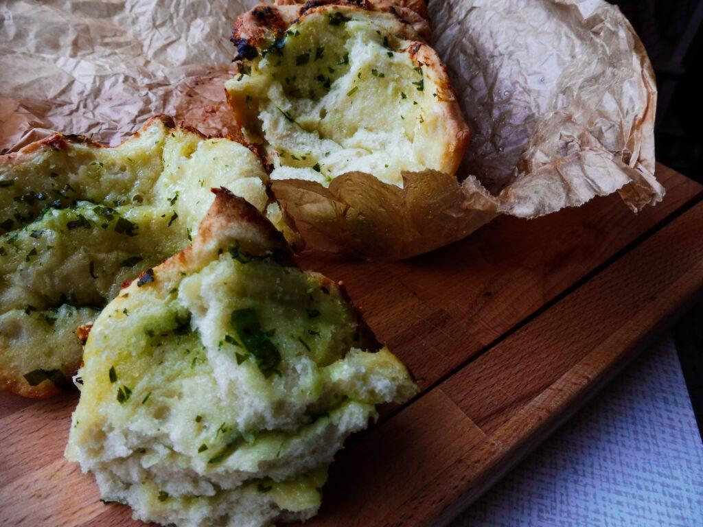 Pull-Apart-Bread mit Bärlauch-Butter und Parmesan - Flockelicious